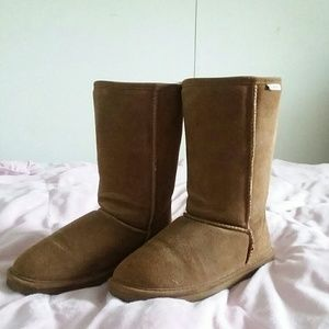 Bearpaw fur lined boots
